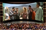 Демонстрация американского фильма «Этот безумный, безумный, безумный, безумный мир» в московском панорамном кинотеатре «Мир». © Н.Майоров. Реконструкция, 2003 - http://cinemafirst.ru